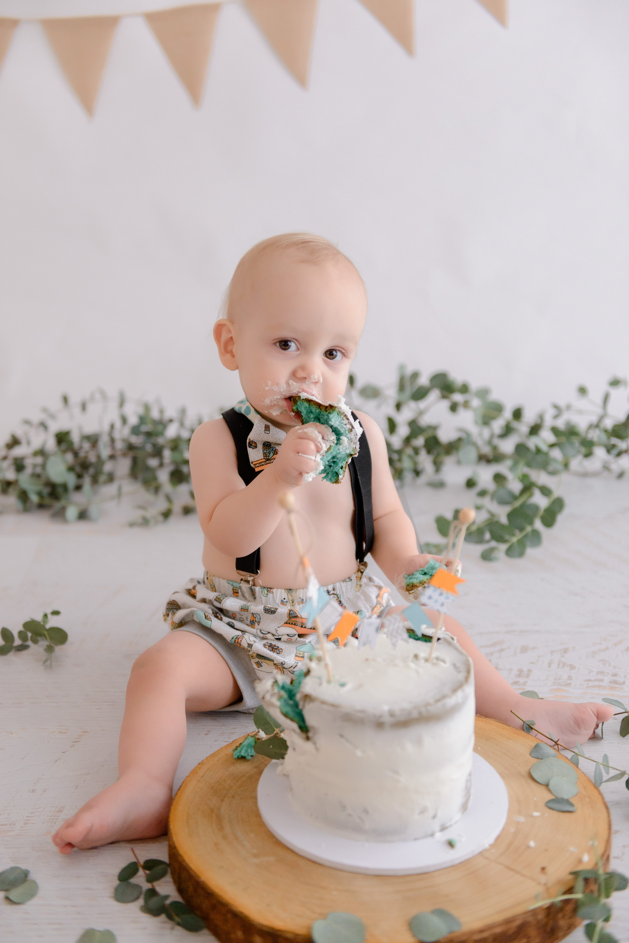 Elegant botanical cake smash and splash portraits for your babies 1st birthday with Bree Hulme Photography on Sydney's Northern Beaches and North Shore
