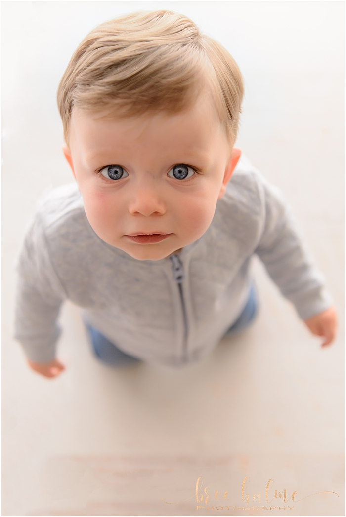 Sydney's best child photographer, Bree Hulme Photography on Sydney's Northern Beaches and North Shore . Beautiful Blue Eyes!