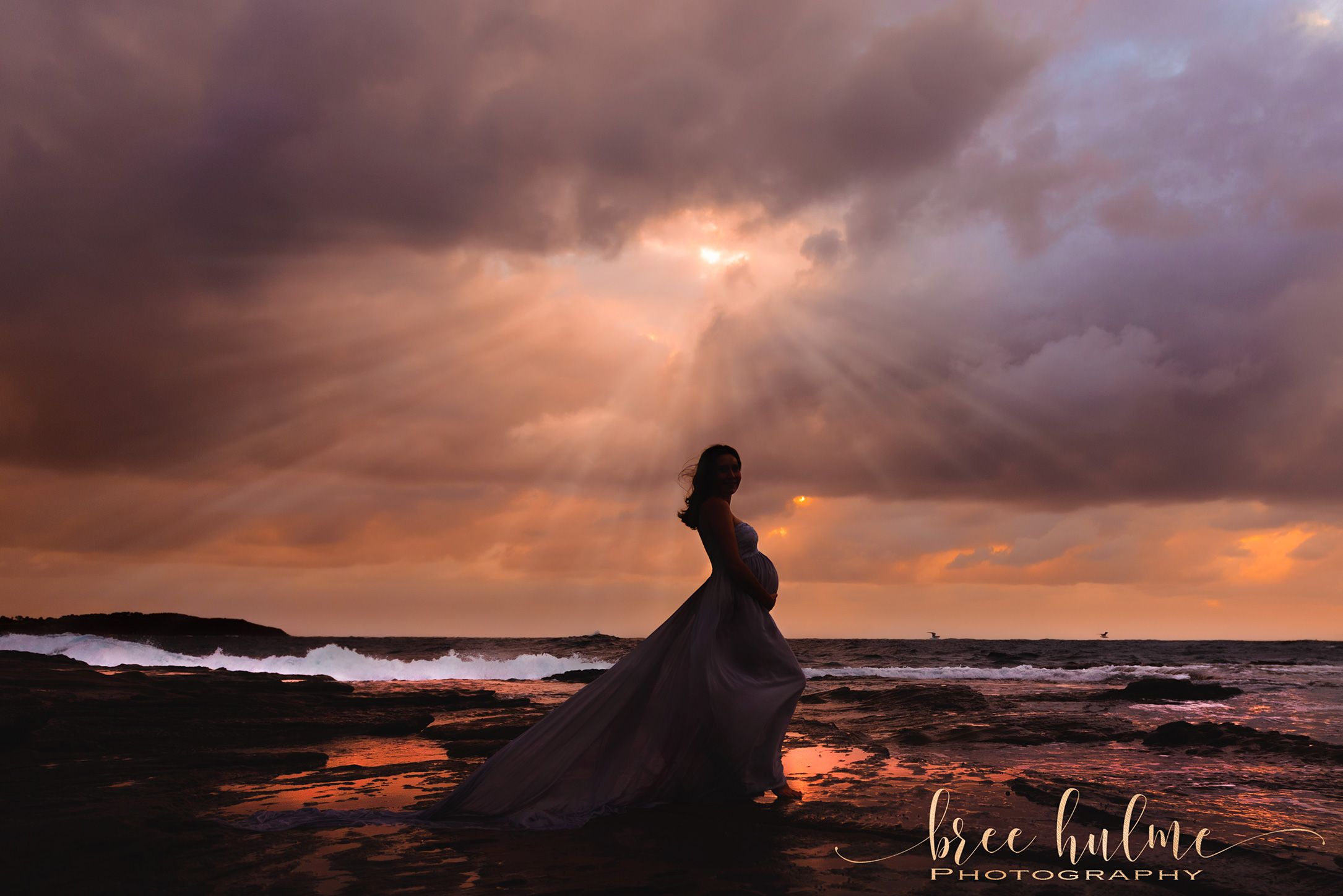 What to wear for your Maternity Portraits outdoors or in studio pregnancy photos By Bree Hulme Photography on Sydney's Northern Beaches and North Shore
