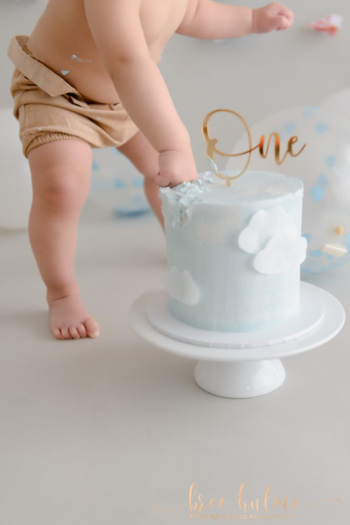 choosing your baby's cake smash outfit with Bree hulme Photography for a cake smash birthday session