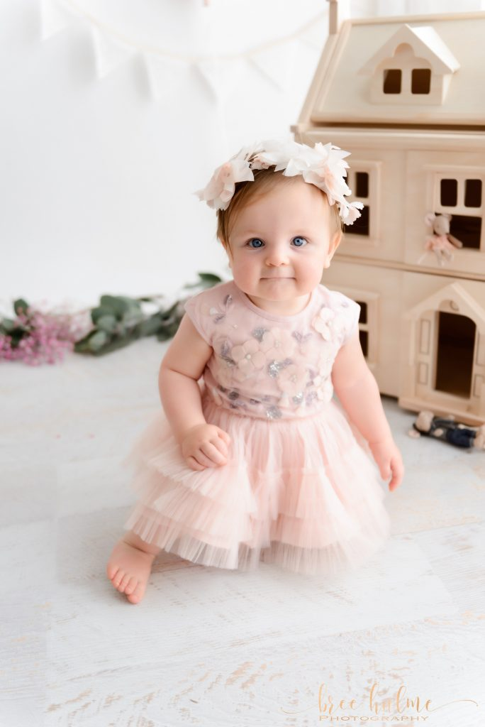 choosing your baby's cake smash outfit with Bree hulme Photography for a cake smash birthday session cake smash outfit
